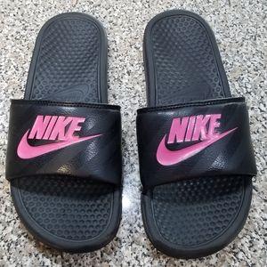 Nike Slides 🤹♀️